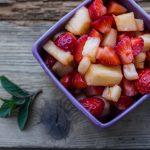 Sałatka owocowa z truskawek i ananasa